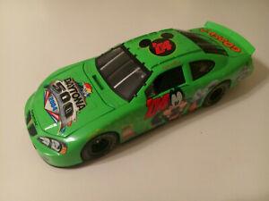 DELES INTL LTD 2004 #04 DAYTONA 500 DISNEY GOOFY EVENT CAR PONTIAC NASCAR 1:18