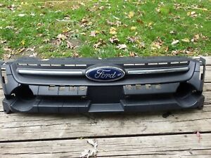 Ford Escape Front Bumper Grill w. Mount Bracket 2013 -16