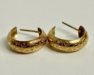 Tested 9 Carat Pair of Gold Hinged Earrings with Floral Design - 1.14 Grams
