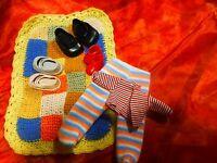 lot vétements ,chaussures petites   poupées,, petits  poupons 5piéces