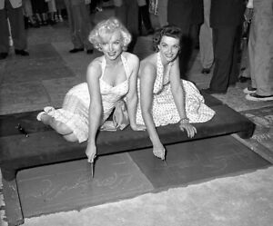 Marilyn monroe & Jane Russell  A5 photo print approx 21x14cm