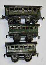 Karl Bub KB Spur 0 drei Personenwagen davon 1 x mit vier Achsen,  in grün