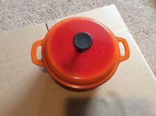 Ancienne cocotte en fonte ronde art de la table (rouge orange)