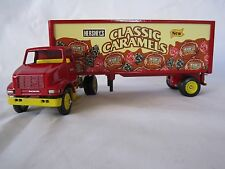 Winross 1998 HERSHEY'S CLASSIC CARAMELS International 8100 w/ Pup