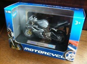 TRIUMPH DAYTONA 675 DIE CAST WELLY 1-18 SCALE MOTOR CYCLE MODEL