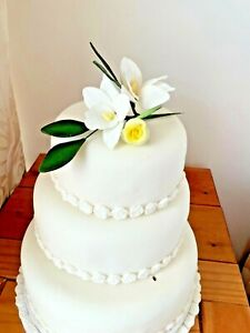 WEDDING CAKE SUGAR SPRAY IN  CREAM ORCHIDS AND ROSE    PRICED TO CLEAR