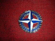 Medaglione / Fermacarta / Distintivo NATO - Defense College Unitatem Alentes