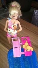 Mattel Barbie X8404, Hunde-Schwimmwettbewerb, Barbie + Zubehör, Neuwertig