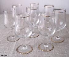Lot de 8 verres à liqueur anciens sur pied
