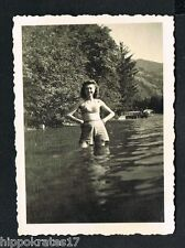 FOTO PHOTO, Frau im Bikini badet im See, woman swimwear bathing in lake (80b)