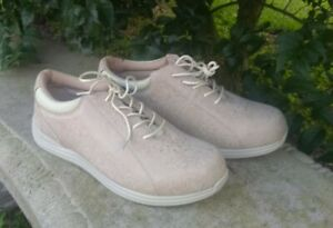 NWOB Drew Tulip Beige Women's LEATHER Orthopedic Walking Shoes Size 8 WW
