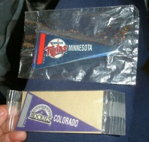 Old 1992 MINT UNOPENED pack MLB Baseball 15 teams NY Yankees mini pennant banner