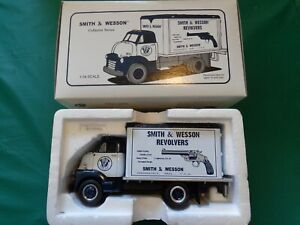 First Gear 1952 GMC Smith & Wesson Dry Goods Van #10-1324 1:34 Scale W/Box