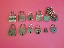 12 cadenas anciens sans clés