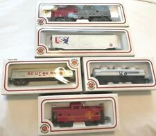 HO SCALE MODEL TRAINS BACHMANN TRAIN SET SANTA FE 307 DIESEL LOCOMOTIVE & CARS