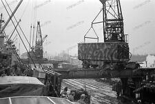 negativ-Frachtschiff-Kran-Frachter-Kurland-Danzig-11.1944-Wehrmacht-sd.kfz-8