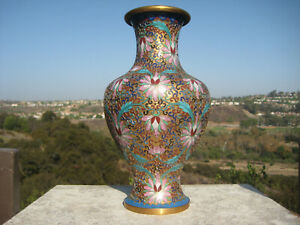 VINTAGE BEAUTIFUL CHINESE BRASS GOLD CARVED CLOISONNE VASE FLOWERS DESIGN