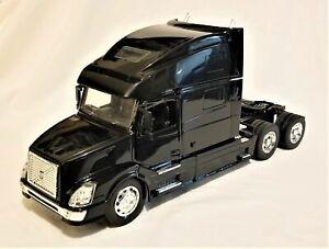 New Ray - 1:32 Scale Volvo VN-780 Truck Cab Black (BBNR14211BBK)