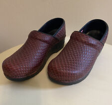 Sanita Womens Nurse /Doctor Professional Clogs Sz 8 EU 39, Burgundy!