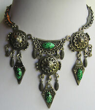 DLH FRENCH FABULOUS VINTAGE SILVER TONE DANGLES SPECKLED GREEN GLASS NECKLACE
