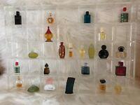 * Parfum - MINIATUREN - SAMMLUNG * mit Acryl Setzkasten 23 Stück *