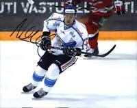 Niklas Hagman signed NHL hockey 8x10 photo W/Cert Autographed A0006