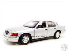FORD CROWN VIC UNDERCOVER POLICE CAR SILVER 1:18 DIECAST MODEL BY MOTORMAX 73532