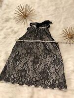 Women's T Tahari Lace Sleeveless Black & White Blouse Size Small Tie Neck.
