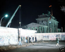 CRANE REMOVES PART OF BERLIN WALL 8X10 PHOTO GERMANY