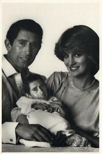 1982 COMIC PRINCESS DIANA HOLDING BABY PRINCE CHARLES POSTCARD - UNUSED