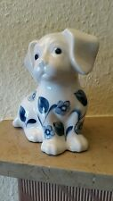Hund aus Porzellan. Bemalt.14 cm hoch.