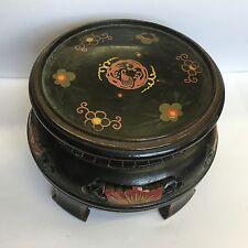 Antico Cinese scolpito e dipinto a mano in LEGNO Stand venduti al dettaglio da LIBERTY of London