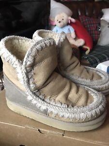 Genuine MOU SHEEPSKIN BOOTS Size 3 / 36.