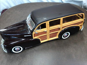 Welly Chevrolet 1948 Fleetmaster 1:18 Scale Die Cast Woody Wagon C1