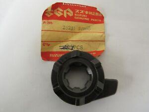 SUZUKI  NOS  GT550 RE5 NEW GENUINE KICK START RATCHET 26231-34000