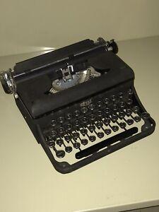 Vintage Royal Portable Manual Typewriter With Case