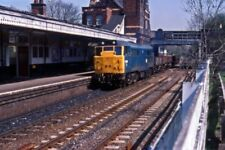PHOTO  1985 A SHORT FREIGHT TRAIN PASSES WATER ORTON STATION CLASS 31 NO. 31289