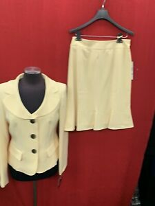 LESUIT SKIRT SUIT/NEW WITH TAG/SIZE 16 /RETAIL$240/YELLOW  /LINED/