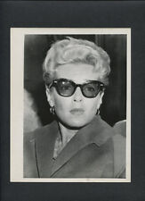 LANA TURNER CANDID - 1970s VINTAGE PHOTO