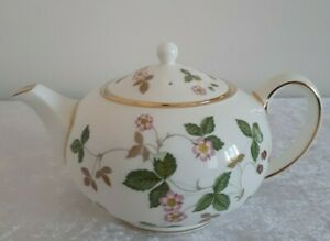 """WEDGWOOD """"WILD STRAWBERRY"""" 2 CUP  TEAPOT"""
