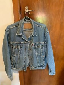Levis Blue denim jean jacket size M vintage retro