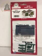 Wills SS12  Station Garage & Pumps - OO Gauge