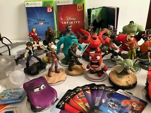 Marvel Disney Infinity Lot 3.0 2.0 Figurines + 2 bases + 2.0 and 3.0 Xbox Games