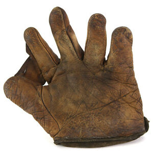 1900's Store Model Leather Fielders Mitt
