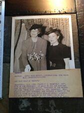 1938 Mrs Franklin D Roosevelt Press Photo cutting cake First Lady Eleanor Presid