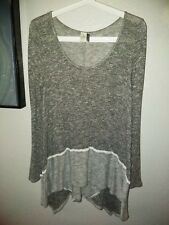 Paper Crane Small Gray & White Long Sleeve Tunic Top