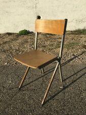 petite chaise enfant vintage pas très courante voir pas du tout .