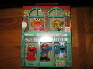 Hasbro - Sesame Street Neighborhood Friends Sesame Street Neighborhood Toy