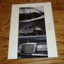 Original 1995 Lincoln Town Car Deluxe Sales Brochure 95