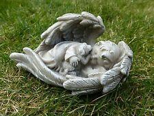 *Engel im Flügel mit kleinem Hund / Grabschmuck Grabdeko hell-grau-antik 14x8 cm